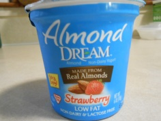ALMOND DREAM STRAWBERRY YOGURT