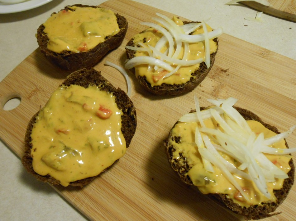 PREMELTED CHEESE ON PUMPERNICKEL 1