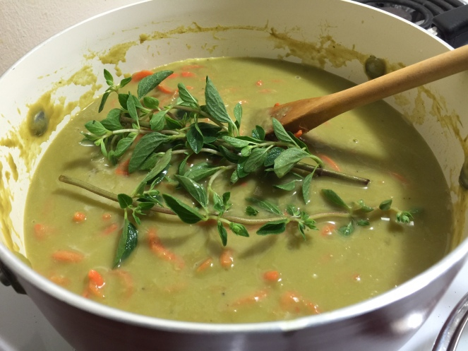 PEA & ASPARAGUS SOUP WITH SPIRAL CARROTS 1